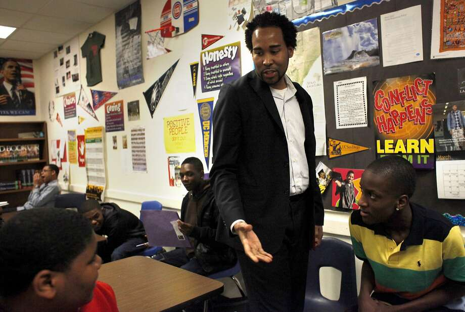 David Johns, director of the national initiative for young men of color, meets students at Oakland High School. Photo: Lacy Atkins, The Chronicle