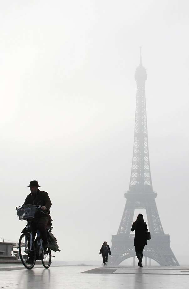 Fog settlesover the Esplanade du Trocadero in front of the Eiffel tower in Paris. Photo: Ludovic Marin, AFP/Getty Images