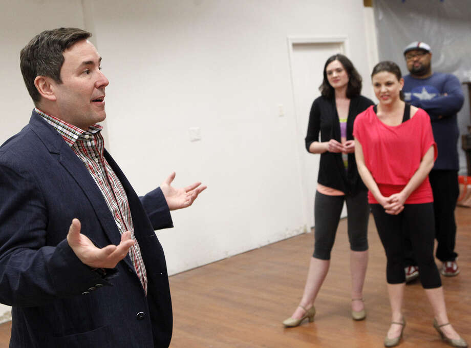 "Matt Lenz, assistant director of the Broadway staging of ""Catch Me If You Can,"" offers insights to the Woodlawn cast. Photo: Cynthia Esparza / For The Express-News / For the San Antonio Express-News"