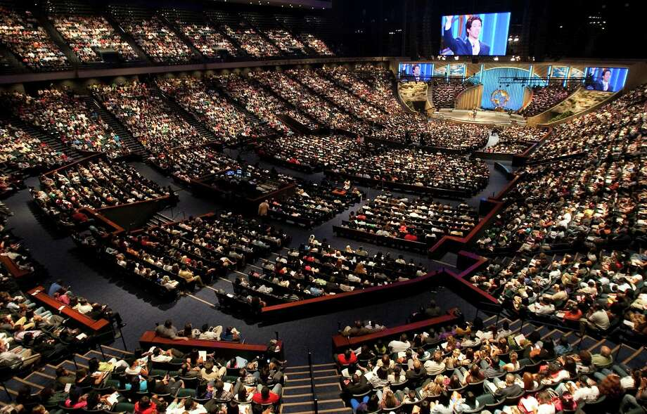 Lakewood Church seats 16,800 people at its central campus, which previously was the Compaq Center, a basketball stadium.See more photos of Lakewood Church through the years, from its humble beginnings to its ascension as one of the largest congregations in the world ... Photo: Nick De La Torre, Staff / © 2010 Houston Chronicle