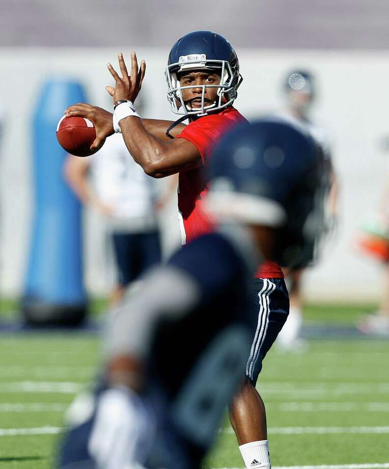 Rice Owls quarterback Driphus Jackson (6) looks for a receiver during Rice's first spring football practice on Tuesday, March 11, 2014. (Bob Levey/For The Chronicle) Photo: Bob Levey, Houston Chronicle / ©2014 Bob Levey