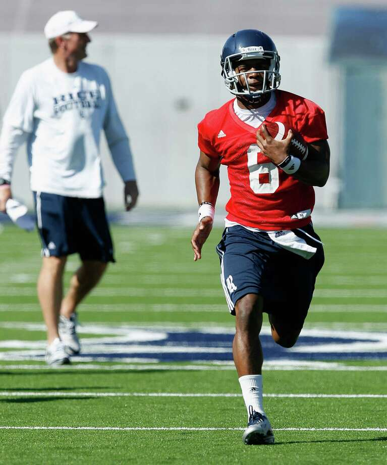 Rice Owls quarterback Driphus Jackson (6) runs with the ball during Rice's first spring football practice on Tuesday, March 11, 2014. (Bob Levey/For The Chronicle) Photo: Bob Levey, Houston Chronicle / ©2014 Bob Levey