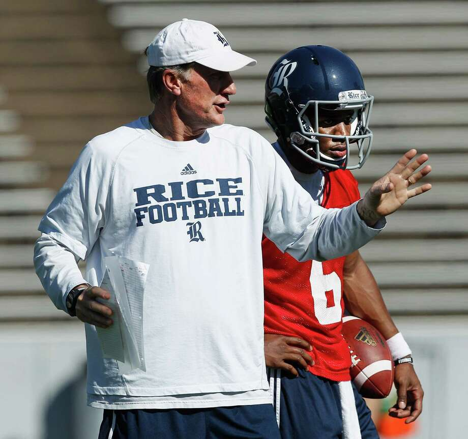 Rice Owls' offensive coordinator Larry Edmondson gives some interactions to Rice Owls quarterback Driphus Jackson (6) during Rice's first spring football practice on Tuesday, March 11, 2014. (Bob Levey/For The Chronicle) Photo: Bob Levey, Houston Chronicle / ©2014 Bob Levey