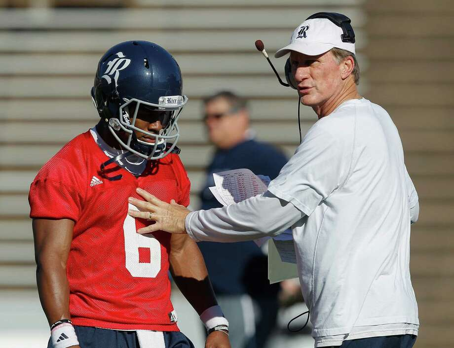 Co-offensive coordinator Larry Edmondson works with QB Driphus Jackson at Rice's first spring practice. Photo: Bob Levey, For The Chronicle / ©2014 Bob Levey