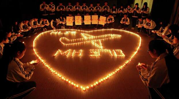 Students from an international school in the eastern China city of Zhuji pray for the 239 passengers and crew members on missing Malaysia Airlines Flight MH370 during a candlelight vigil. Photo: Getty Images / 2014 Getty Images