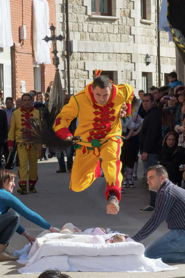 El ColachoDespite hundreds of years of baby jumping, remarkably, there have been no serious injuries reported. (Photo: Fest300) Photo: Nick Gammon, Fest300 / nick gammon