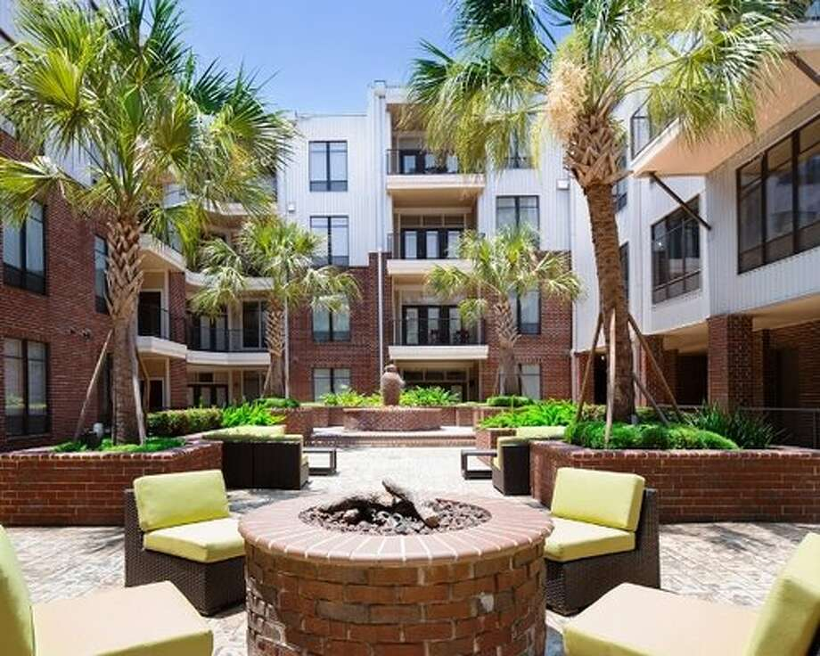 Houston's rental prices are increasing at the fastest pace on record, according to new data, but price isn't the only factor in finding a great apartment.Here are the 12 best apartment complexes in Houston, according to Yelp ratings and Google reviews from current and former tenants.12. 2125 Yale Yelp Rating: 3.5/5 (9 reviews) Google Rating: 3/5 (2 reviews) Location: 2125 Yale Photo: Courtesy Of Simpson Property Group