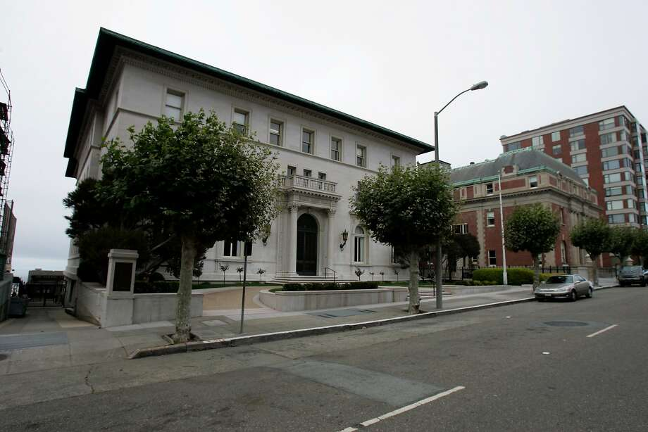 The Flood Mansion was built in 1915 as an indomitable family home for the uber-wealthy Flood family who had already lost their Nob Hill property to fire during the aftermath of the 1906 quake. Like the Julia Morgan Ballroom, it is a particularly swank and exquisite venue location but not for the budget-worried betrothed couple.