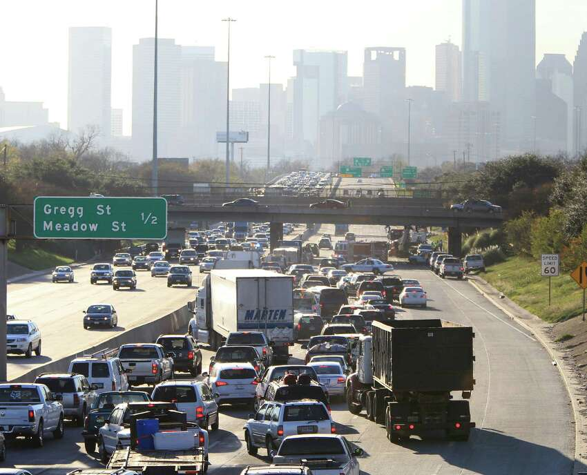 Let's start with I-10. This thoroughfare runs a total of 878 miles across the state, with only 212 in urban areas. In those urban areas like Houston, more than 100,000 cars travel on the road daily. Only 17,000 vehicles drive on its rural sections daily. Source: Federal Highway Administration