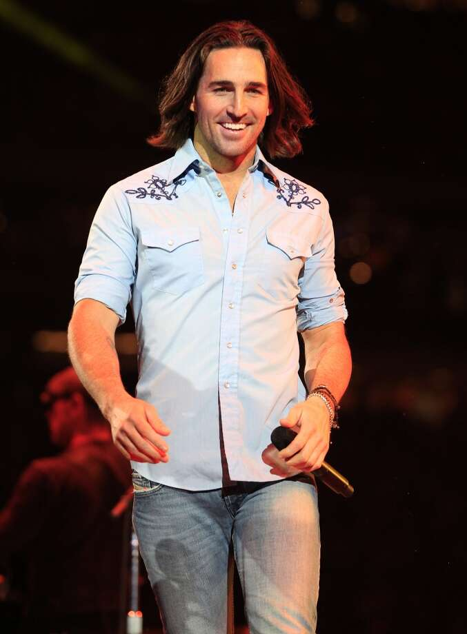 With his movie star looks and sturdy voice, Jake Owen charms RodeoHouston on Wednesday. Photo: Johnny Hanson, Houston Chronicle