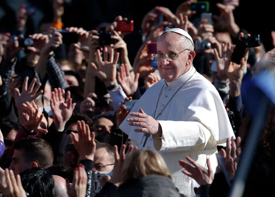 Pope Francis waves as he arrives in St. Peter's Square for his inauguration Mass at the Vatican, Tuesday, March 19, 2013.  Photo: Michael Sohn, ASSOCIATED PRESS / Kamera012013