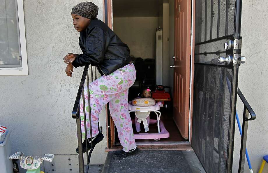 Teaetta Tisdale says she often has to grab and shelter her four kids when gunshots ring out near her home in East Oakland. Photo: Michael Macor, The Chronicle