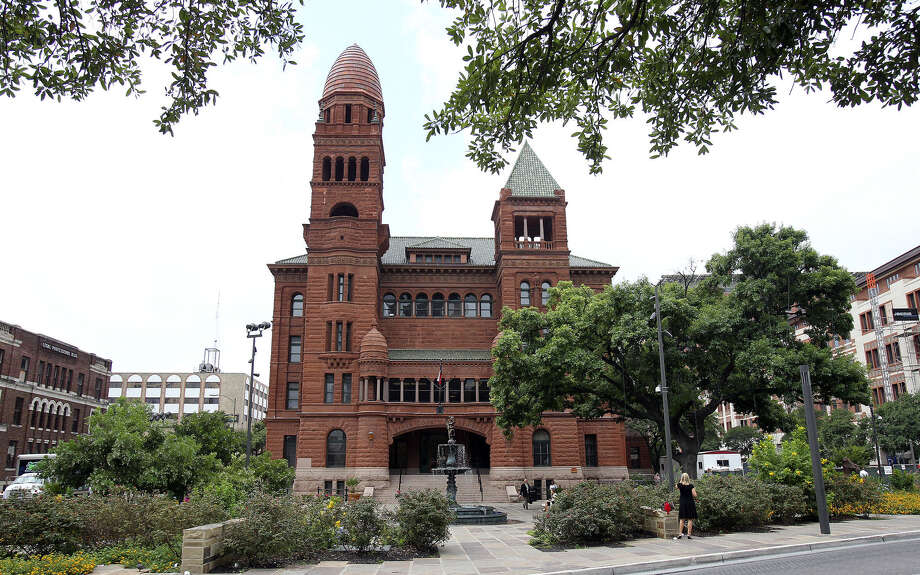This is not the time to replace the two elected officials responsible for Bexar County's court records. Both County Clerk Gerry Rickhoff and District Clerk Donna Kay McKinney should be re-elected. Photo: Express-News File Photo / ©2012 San Antono Express-News