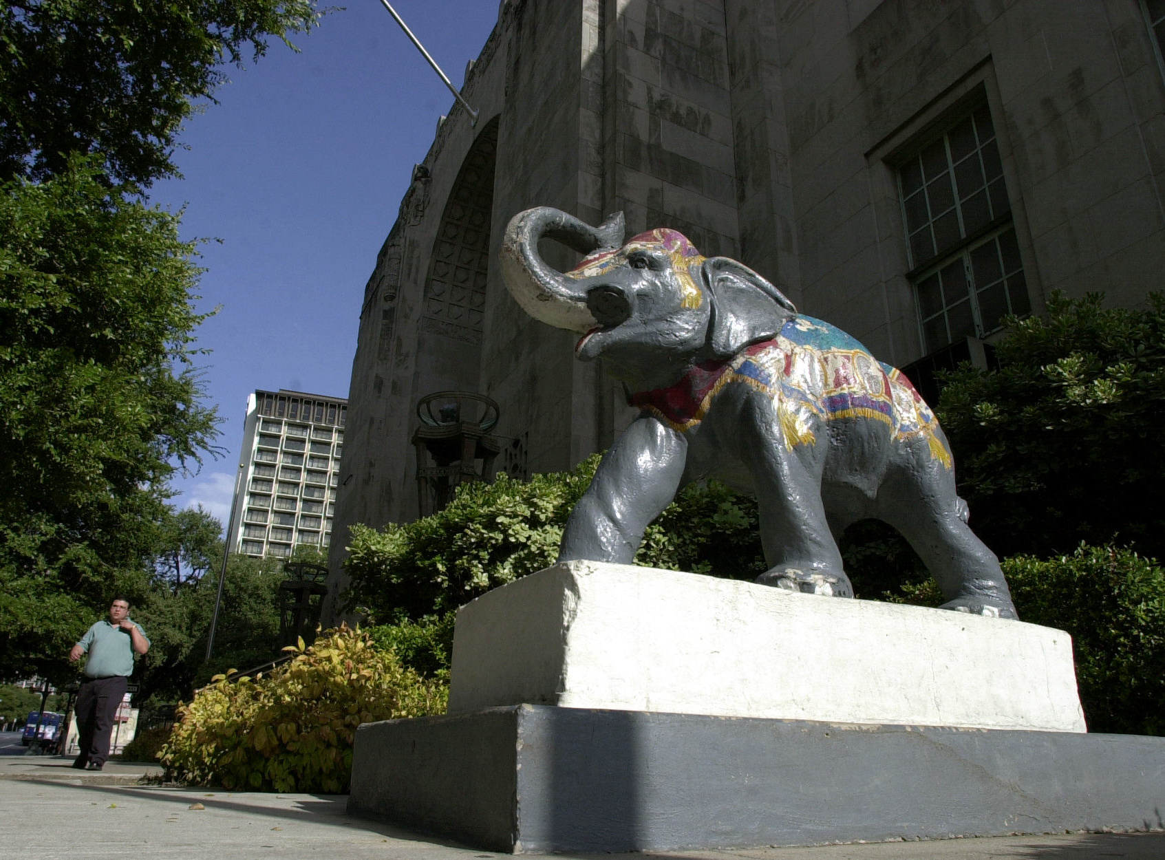 Hertzberg Elephant At Home At Witte San Antonio Express News