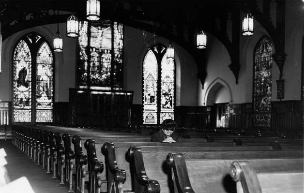 Christ Church Cathedral interior, 1957. Photo: Lou Witt, Houston Chronicle / Houston Chronicle