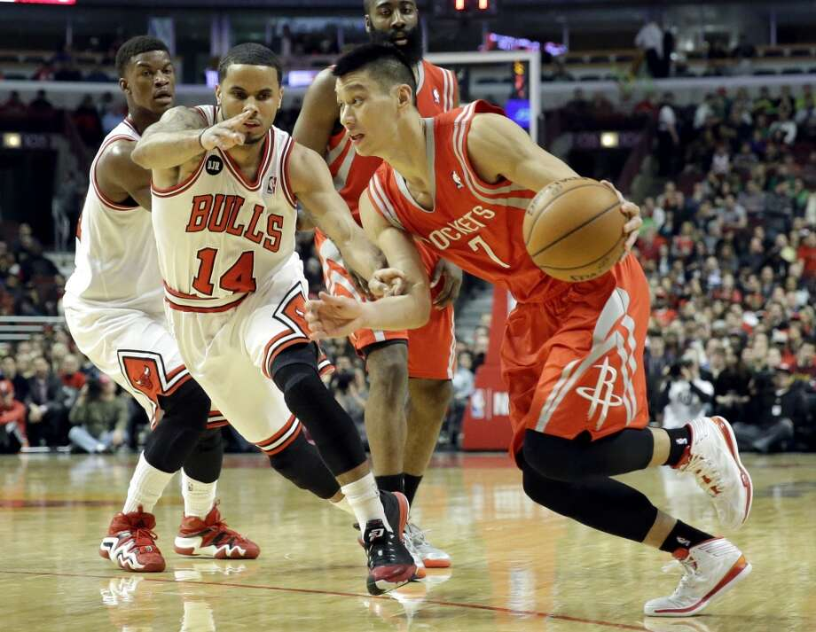 Rockets guard Jaremy Lin (7), right, drives to the basket as Bulls guard D.J. Augustin (14) guards. Photo: Nam Y. Huh, Associated Press