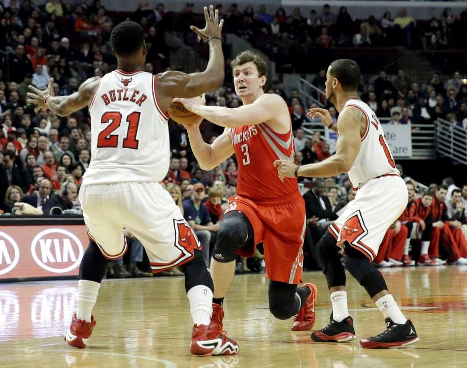 Rockets center Omer Asik (3) looks to pass as Bulls guard Jimmy Butler (21) and guard D.J. Augustin defend. Photo: Nam Y. Huh, Associated Press