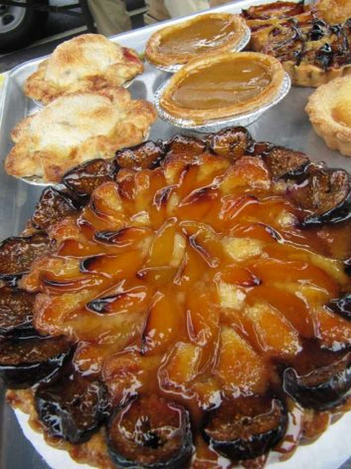 SoNo Baking Company & Cafe, Norwalk and Westport Treats:Apple pieApple crumb pie