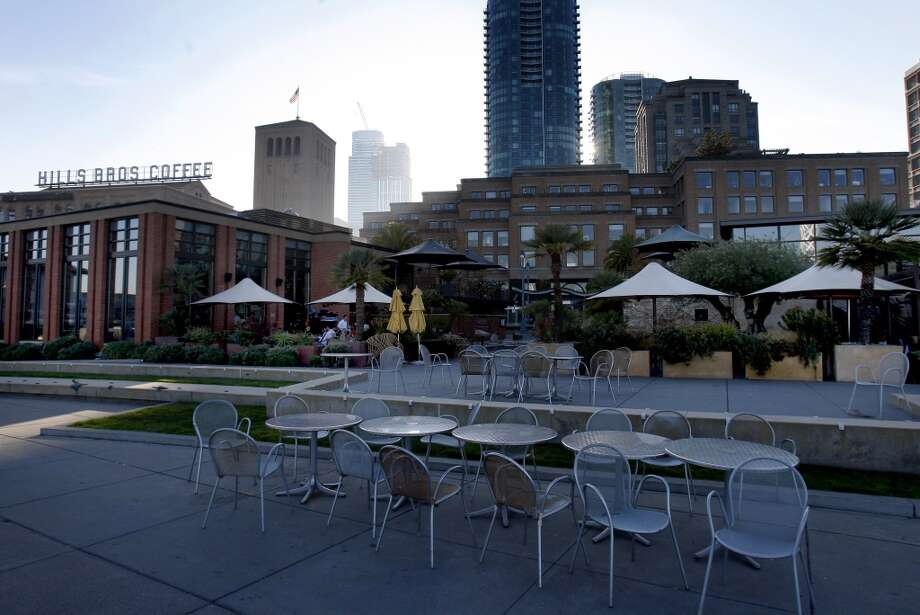 Waterbar and Epic on the Embarcadero both have primetime patios. Photo: Brant Ward, The Chronicle
