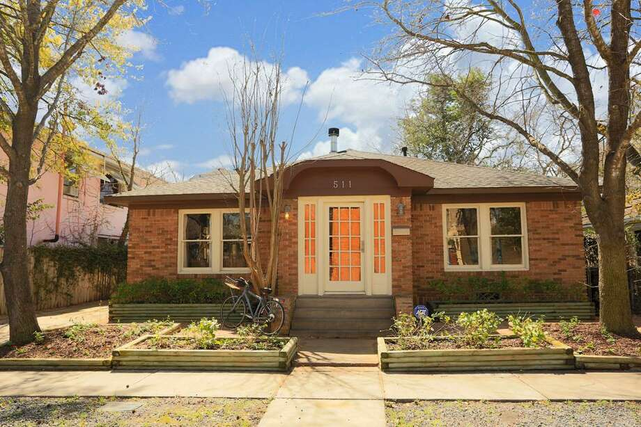 511 West Polk: This 1932 home has 3 bedrooms, 3 bathrooms, and 1,705 square feet. Listed for $549,000. Open house: 3/16/2014, 2 p.m. to 4 p.m. Photo: Houston Association Of Realtors