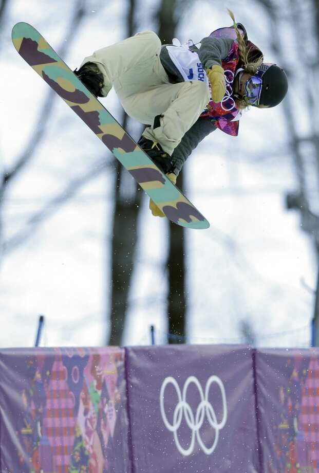 United States' Hannah Teter competes during the women's snowboard halfpipe qualifying at the Rosa Khutor Extreme Park, at the 2014 Winter Olympics, Wednesday, Feb. 12, 2014, in Krasnaya Polyana, Russia. Photo: Felipe Dana, Associated Press