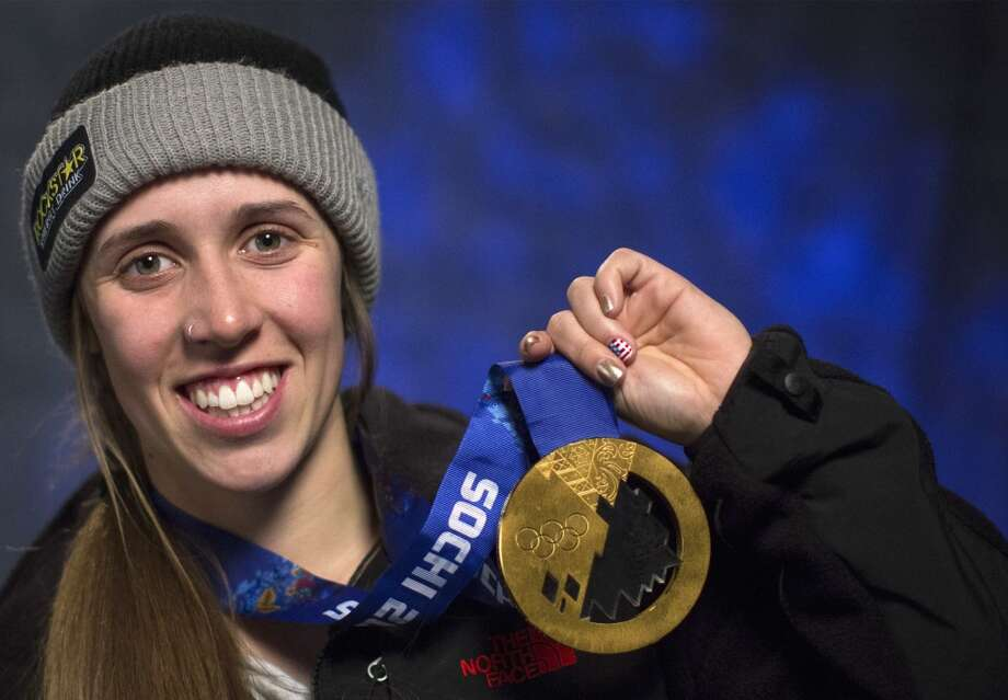 Maddie Bowman of the U.S., gold medalist in women's freestyle skiing halfpipe event in the 2014 Sochi Winter Olympics, holds her gold medal in New York February 27, 2014. Photo: BRENDAN MCDERMID, Reuters