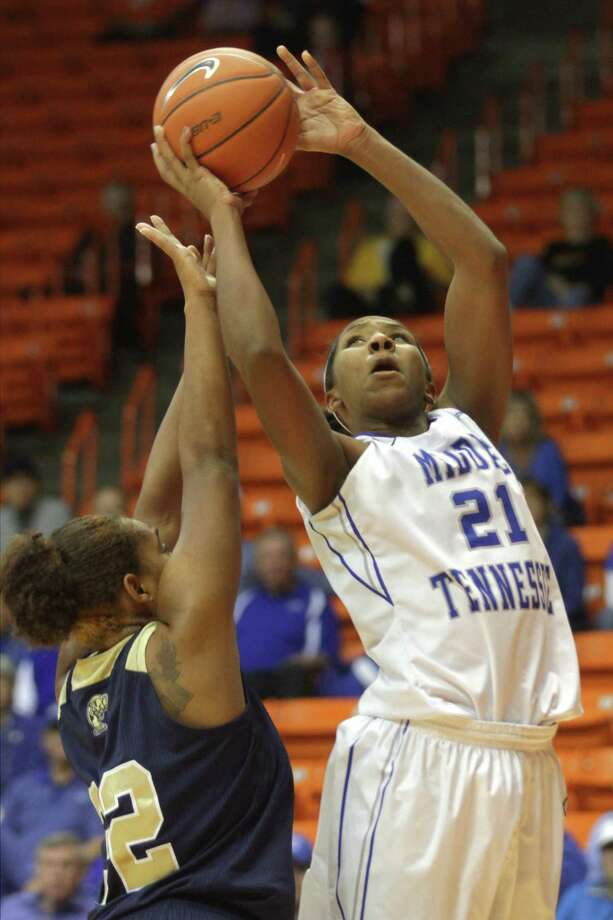 No. 22 Middle Tennessee's Ebony Rowe scores in a 64-57 win vs. FIU in the C-USA semifinals. Photo: Victory Calzada / El Paso Times / El Paso Times