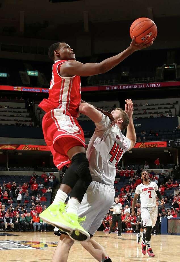 MEMPHIS, TN - MARCH 14:  Danuel House #23 of the Houston Cougars drives to the basket against Stephan Van Treese #44 of the Louisville Cardinals during the semifinals of the American Athletic Conference Tournament at FedExForum on March 14, 2014 in Memphis, Tennessee. Photo: Joe Murphy, Getty Images / 2014 Getty Images