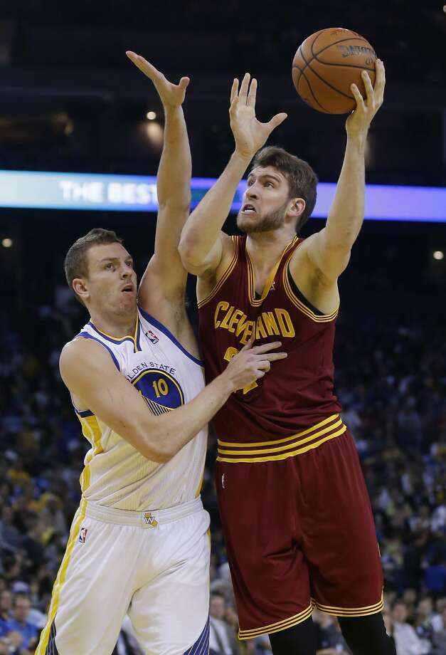 Cavaliers center Spencer Hawes (22 points, 13 rebounds) shoots over Warriors forward David Lee in the first half. Photo: Marcio Jose Sanchez, Associated Press