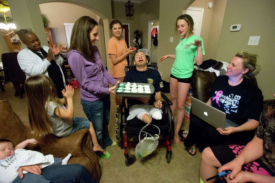 Bill Dowling, center, receives birthday cupcakes with candles celebrating his 41st birthday surrounded by family and friends, Friday, March 14, 2014, in Tomball. Photo: Marie D. De Jesus, Houston Chronicle / © 2014 Houston Chronicle