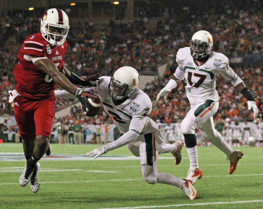 According to his former coaches, Louisville quarterback Teddy Bridgewater, left, has more than enough speed to succeed at the professional level. Photo: AL DIAZ, MBR / Miami Herald