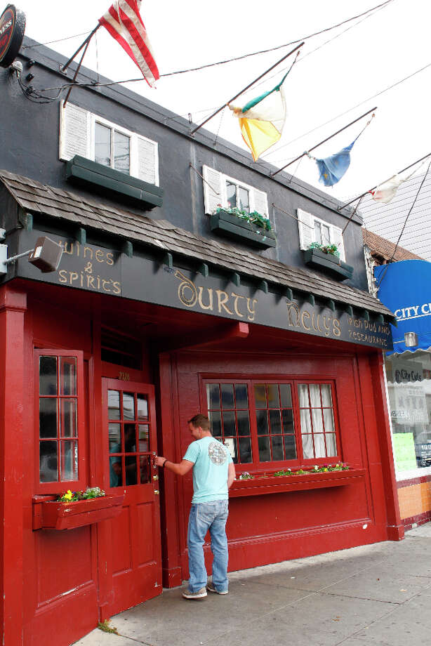 Durty Nelly's Pub, 2328 Irving St., S.F. Photo: Deanne Fitzmaurice, San Francisco Chronicle / The Chronicle