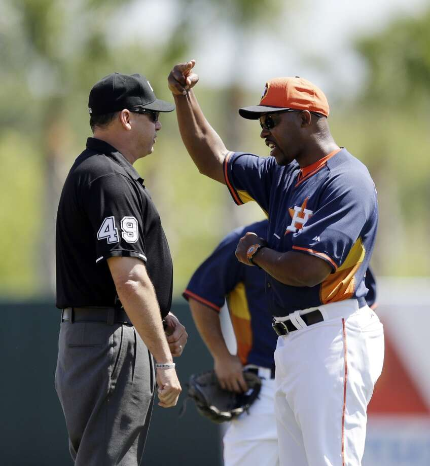 Astros manager Bo Porter argues a call with umpire Andy Fletcher, left, during the first inning. Photo: Carlos Osorio, Associated Press