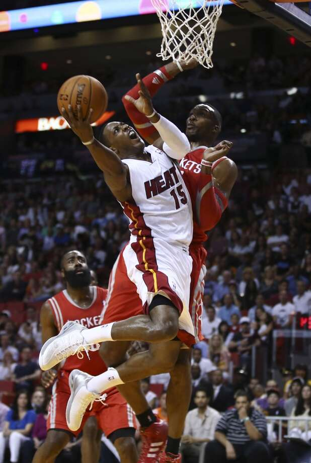 Dwight Howard is unable to block Mario Chalmers. Photo: J Pat Carter, Associated Press