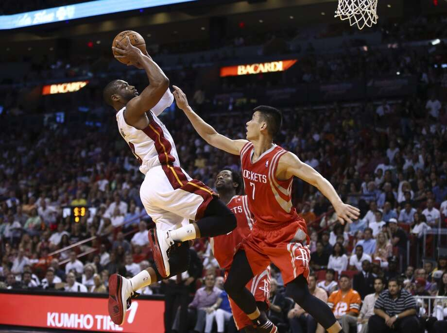 Jeremy Lin is unable to block Dwyane Wade. Photo: J Pat Carter, Associated Press
