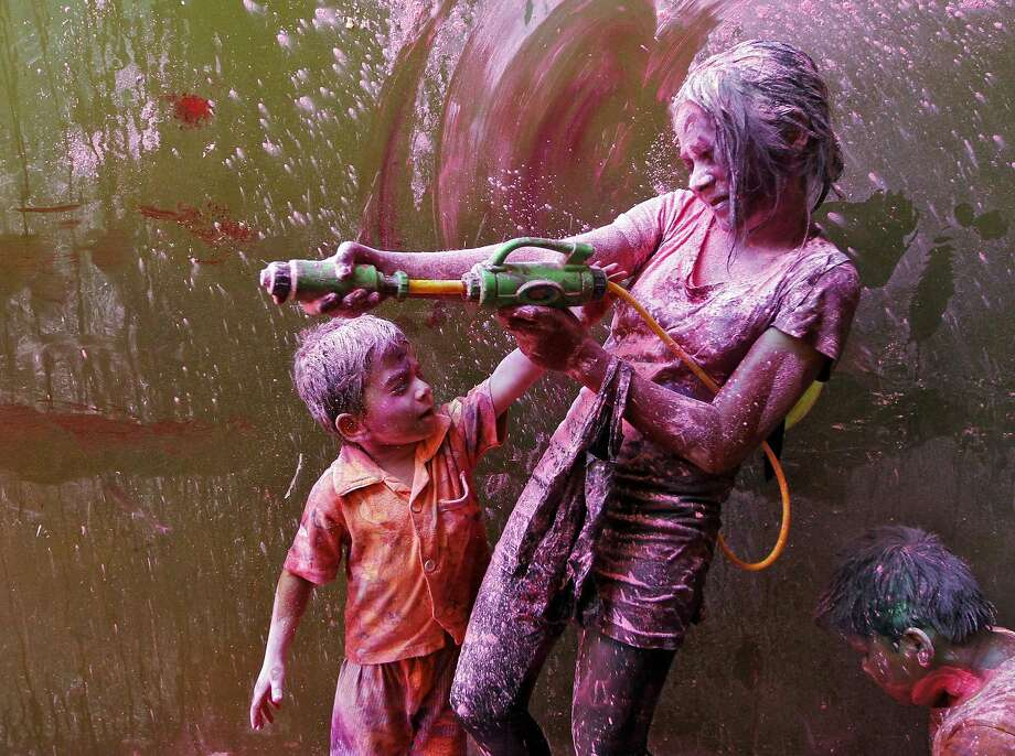 Children take part in Holi celebrations in the southern Indian city of Chennai March 16, 2014. Holi, also known as the Festival of Colours, heralds the beginning of spring and is celebrated all over India. REUTERS/Babu (INDIA - Tags: SOCIETY) Photo: Babu, Reuters