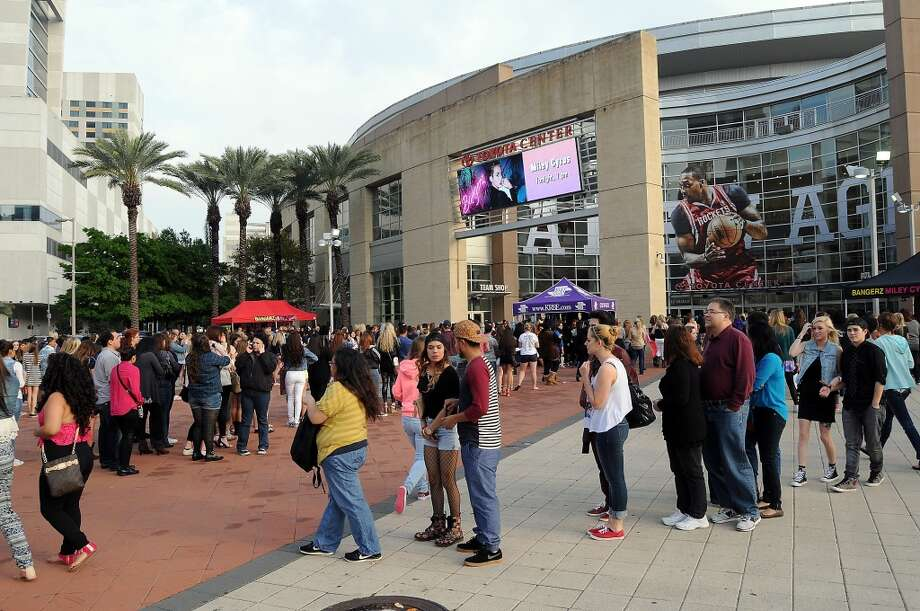 Fans line up for Miley Cyrus at the Toyota Center Sunday March 16, 2014. (Dave Rossman/For the Chronicle