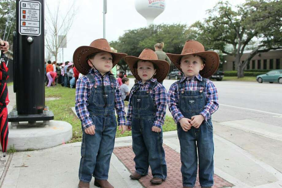 The triplets are waiting to greet the Los Vaqueros Trail Ride! Johnny Mandola