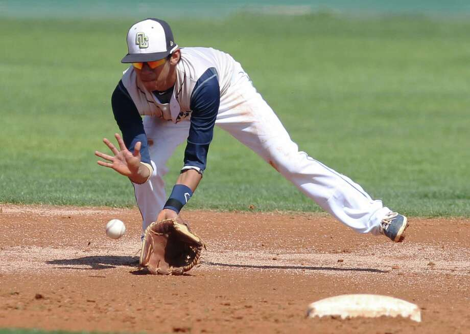 O'Connor's Nate Miranda covers a ground ball near second base during the game against Warren on Tuesday, Mar. 11, 2014. Photo: Kin Man Hui, San Antonio Express-News / ©2013 San Antonio Express-News