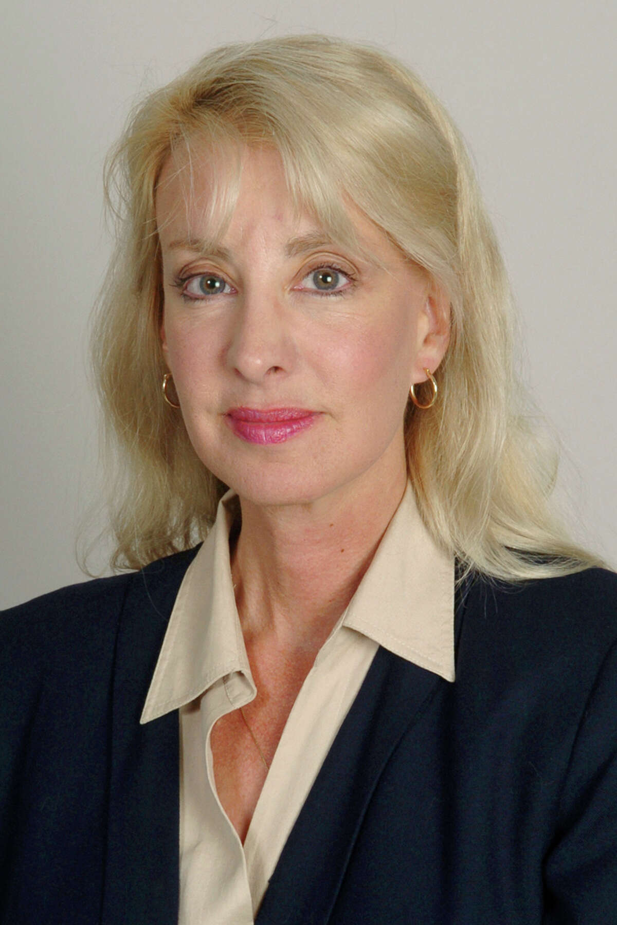 Lee Whitnum announced she is a 2014 Candidate for Governor, Connecticut (D)