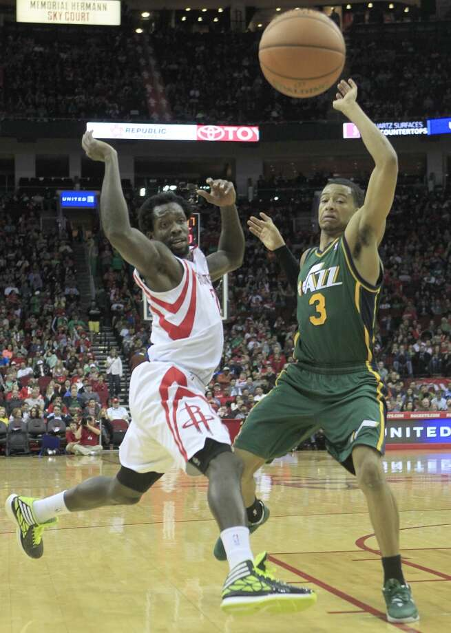 Rockets guard Patrick Beverley loses the ball. Photo: Johnny Hanson, Houston Chronicle