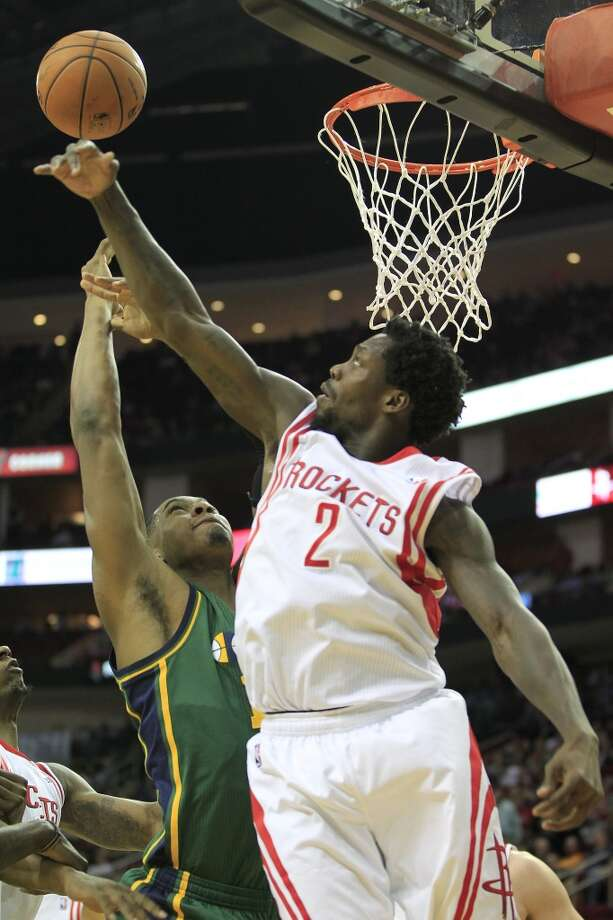 Rockets guard Patrick Beverley attempts to grab a rebound over Jazz center Derrick Favors. Photo: Johnny Hanson, Houston Chronicle