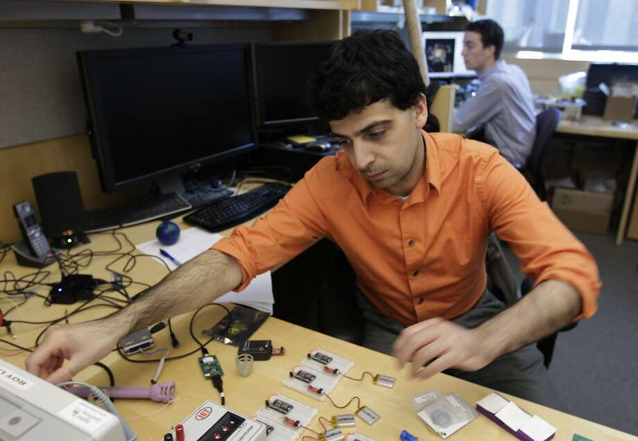 Mozziyar Etemadi (left) and Alex Heller work on a device that can send an alert when a woman is going into preterm labor. Photo: Paul Chinn, The Chronicle
