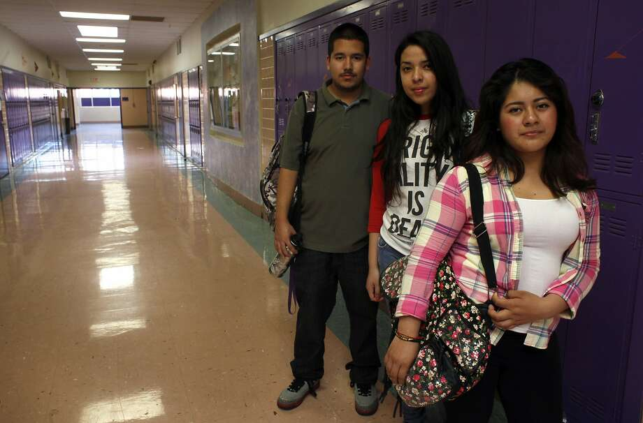 Daniel Alvarado, Esmeralda Argueta (center) and Maira Lopez are proposing an app that will help teens avoid violence. Photo: Lacy Atkins, The Chronicle