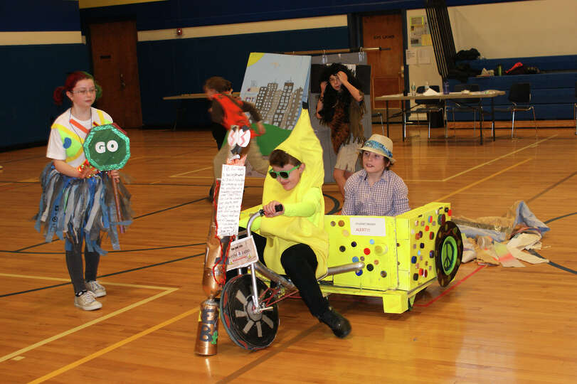Students on the Odyssey of the Mind team from Dorothy Nolan School compete in Problem #1: Driver's T