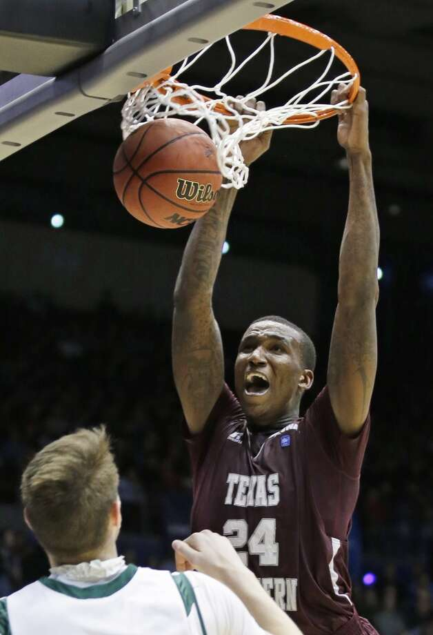 Texas Southern center Aaric Murray (24) dunks against Cal Poly. Photo: Al Behrman, Associated Press