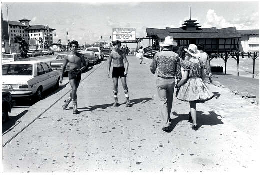 Aug. 1982: Rollerskaters on Seawall by The Balinese Room on Galveston Island. Photo: Houston Chronicle Files / Houston Post