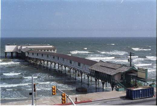 Undated: Galveston's Balinese Room, built in the 1920's on a pier over the Gulf of Mexico, has endured the ravages of hurricanes and fires. The former casino, seen here in 1990, has been a nightclub and dinner theater. Photo: Steven Long, Houston Chronicle / Houston Chronicle