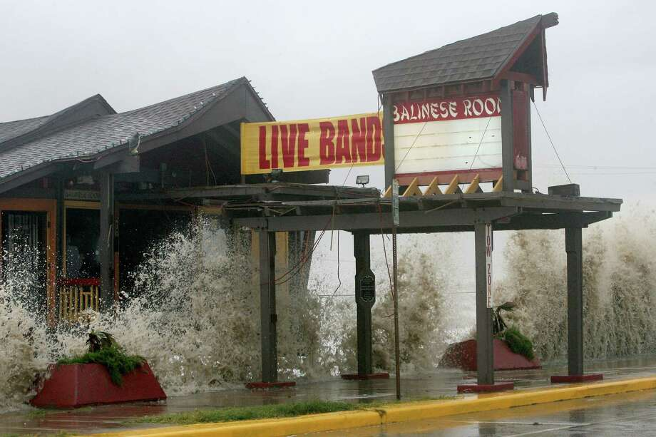 The historic Balinese Room takes a beating from the surf as Hurricane Ike approaches Galveston, Texas. Photo: Bill Olive, For The Chronicle / Freelance