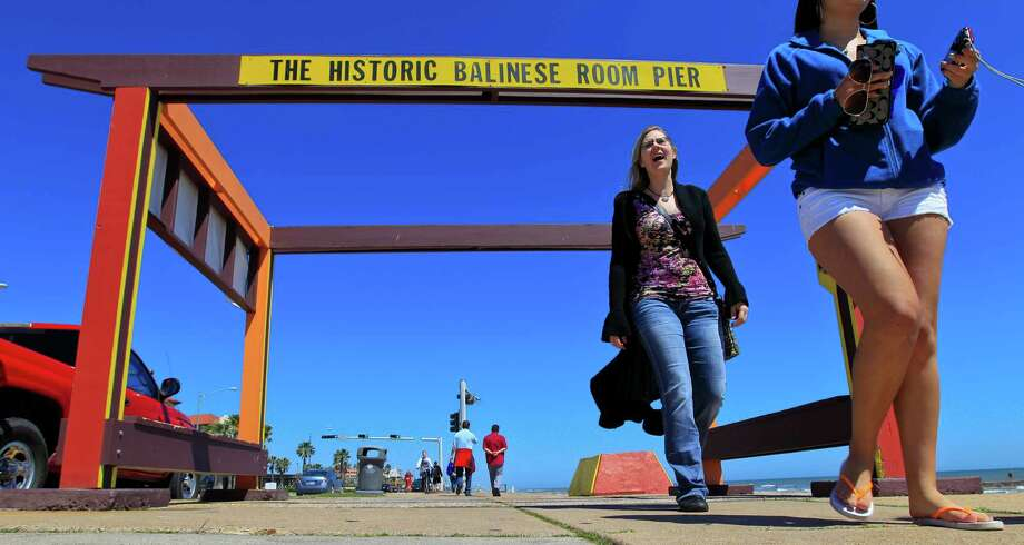The former site of the historic Balinese Room pier is marked by a walk-through structure on Galveston's Seawall. Photo: Karen Warren, Staff / © 2014 Houston Chronicle